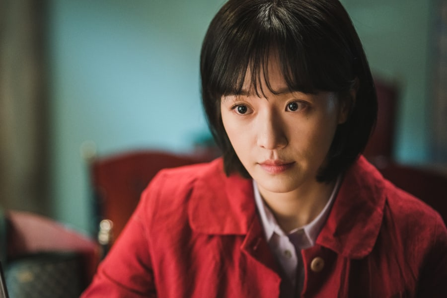 #ParkGyuYoung Transforms Into A Nurse For Upcoming Drama With #KimSooHyun And #SeoYeJi