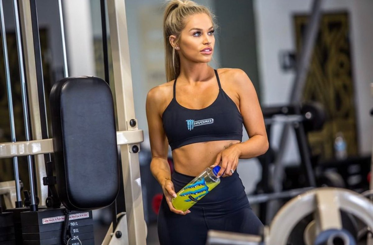 these home workouts are great and all but I'm dying to get back to the gym 😬 @MonsterHydro #throwback