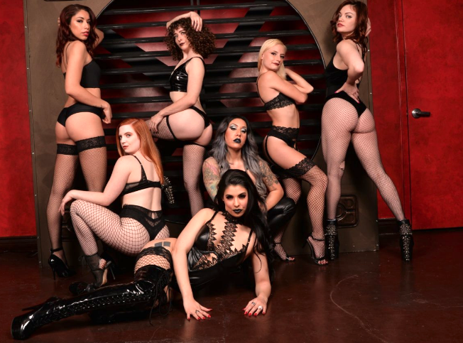 Harley Harpurr's #burlesque troupe, Damn Devilles, mixes sex appeal & horror-film imagery as they take it off. Like #horror? Dark things & #scary things? Prepare to be scared stiff in more ways than one! 💀👻👠☠️⚰💉#DamnDevilles 🔎:  📸: Manrique Photos