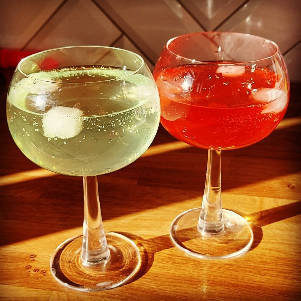test Twitter Media - Red light, green light. Sunlight. #gincocktails #raspberry #lime #homebar #fridaydrinks #hisandhers https://t.co/i1wL1lBOce https://t.co/3Vjmz4G8L0