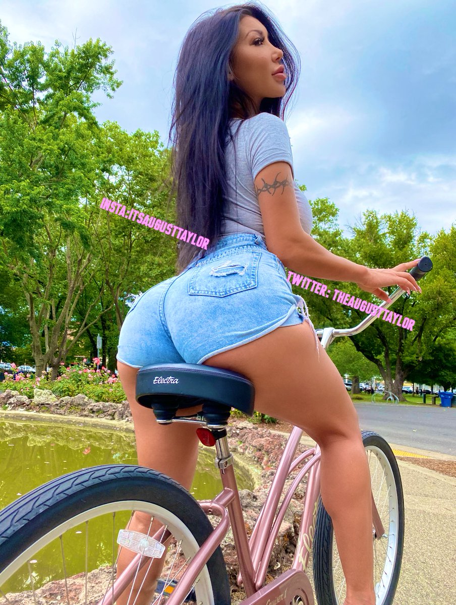 I want to ride my bicycle , I want to ride my bike 🚴🏻♀️😜  Who wants to join me 😈    Cum & chat with me 1 on 1 ➡️