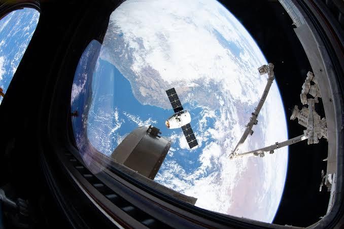Não é mais possível esse negócio de fakenews contra o Gov. do Jair. Chega, porra!  Até a NASA inventando mentiras com essa imagem de um planeta redondo! Chega, poooooorra!