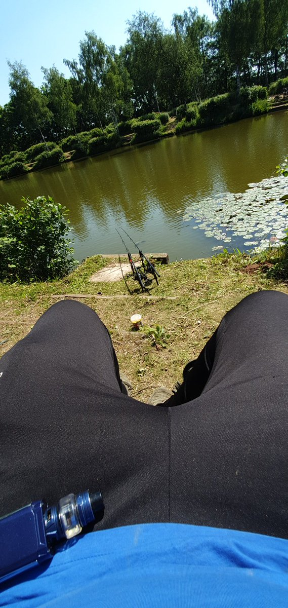 Nice sunday session in the sun trying out the new nash dwarf <b>Rods</b> #carpfishing https://t.co/W