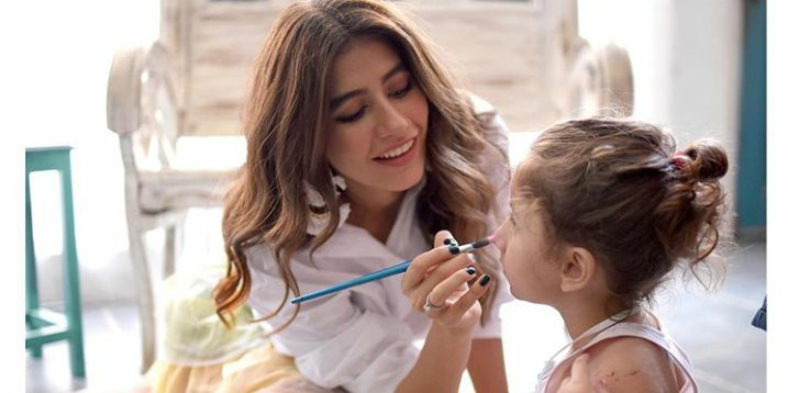 Her husband cheated on her, divorced her even they have a daughter. But have you seen a single post from this Queen?  An epitomization of Strongest woman. #SadafKanwal #SyraYousuf