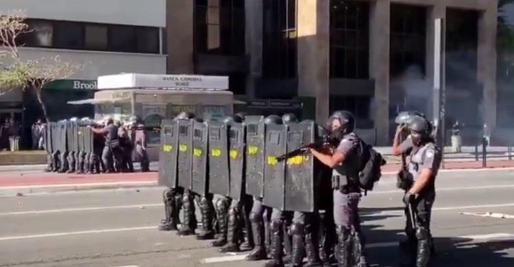 PMs do Rio e de São Paulo atacam manifestantes a favor da democracia