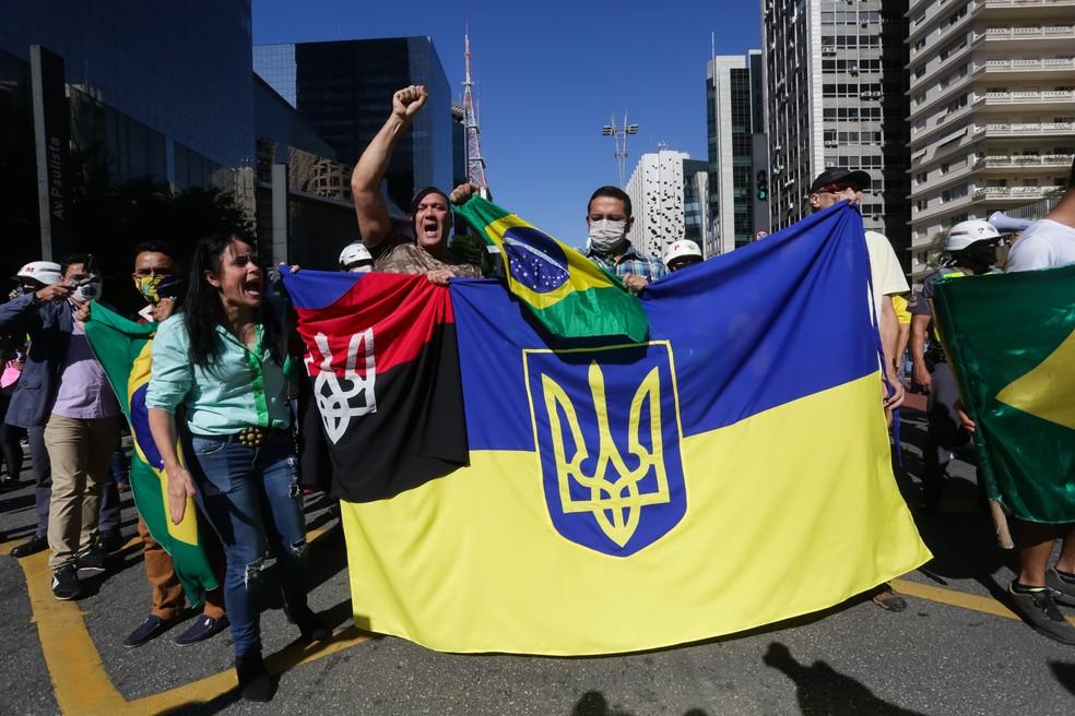 Manifestantes pró-Bolsonaro exibem símbolo usado por neonazistas em ato de SP, e polícia apura se foi o estopim do confronto #G1