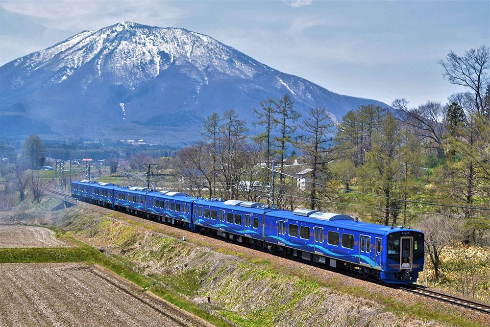 test ツイッターメディア - きれいなブルーの新車!楽しみ~  しなの鉄道、初の新車「SR1系」7月4日デビュー 「特急みたいな装備」「軽食が気になる」……どんな車両? https://t.co/4bjRweNvN6 #しなの鉄道 #SR1系 @itm_nlab https://t.co/xKzqmpYNBW