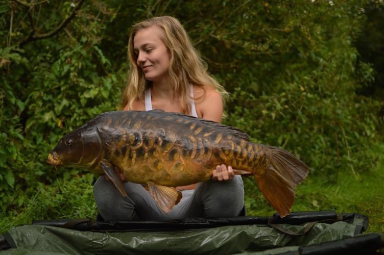 Stunning catch this one from Evi, well done girl! 💪🏻🎣 @TheCARPbible   #Carp #CarpFishing #F