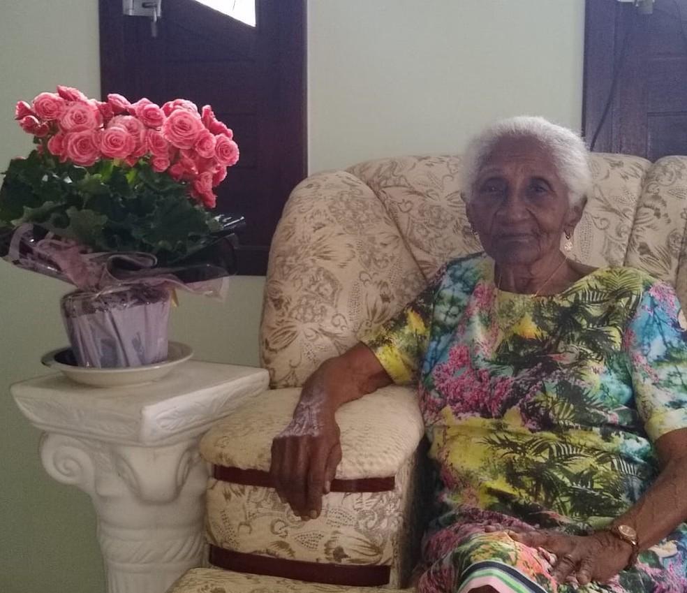 Idosa completa 104 anos em isolamento social e fala da saudade dos amigos e de ver jogos do Bahia: 'Estou feliz'  #G1