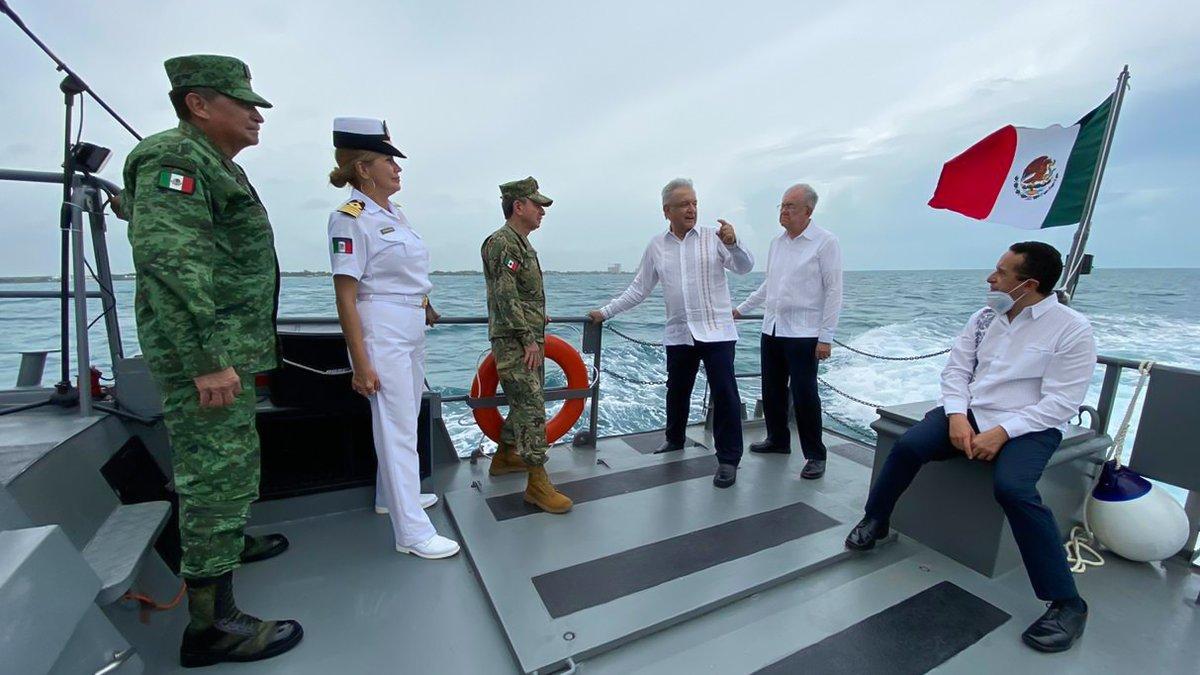 Reconocimiento al personal de Sanidad Naval que ayuda a salvar vidas en los hospitales #COVID19. Emotivo homenaje a marinos en Isla Mujeres, Quintana Roo.