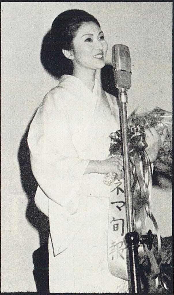 test ツイッターメディア - Meiko Kaji (梶芽衣子) accepting the award for Best Actress at the 1979 Kinema Junpo Awards for her role in Love Suicides In Sonezaki (曽根崎心中).  Scanned from the April 1979 issue of Kinema Junpo (キネマ旬報) .  https://t.co/z8GTCzTbkU https://t.co/htA8JKvJ3U https://t.co/seugVILJSX