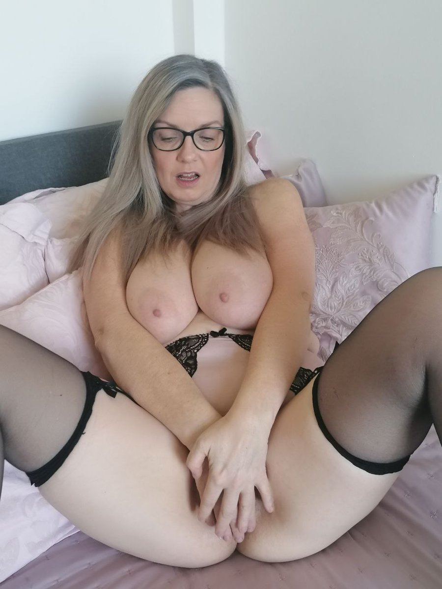 Evening 💋 xx Onlyfans com/, carla36gg Join me $5 to subscribe 💋