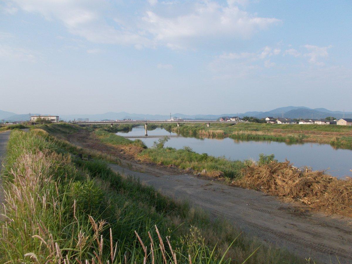 test ツイッターメディア - 6月3日(水)晴。午前6時で19度です。今日も日野川堤防(福井県鯖江市)のごみ拾い散歩です。河川工事が続きます。関で餌を狙う白鷺の姿も、見えません。橋桁下に巣を作ったツバメの姿も消えました。白鳥も越冬地を変えました。自然解放区は、消えてしまった。美しい自然環境は私たちの本当の宝です。 https://t.co/EjHbfiiYg6