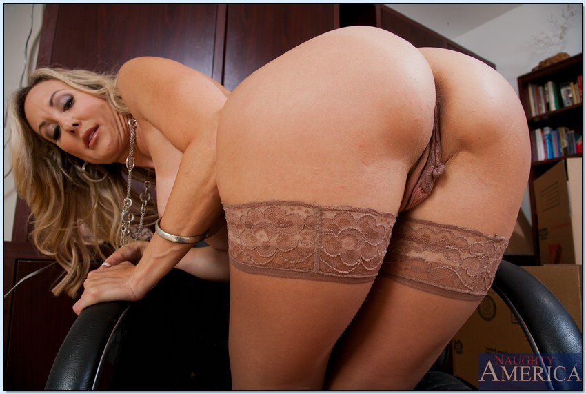 She is a #AssWednesday ALL STAR of #HotAss #Booty perfection! The incredible @brandi_love who is my #PornStaroftheWeek XoXo WOW!!