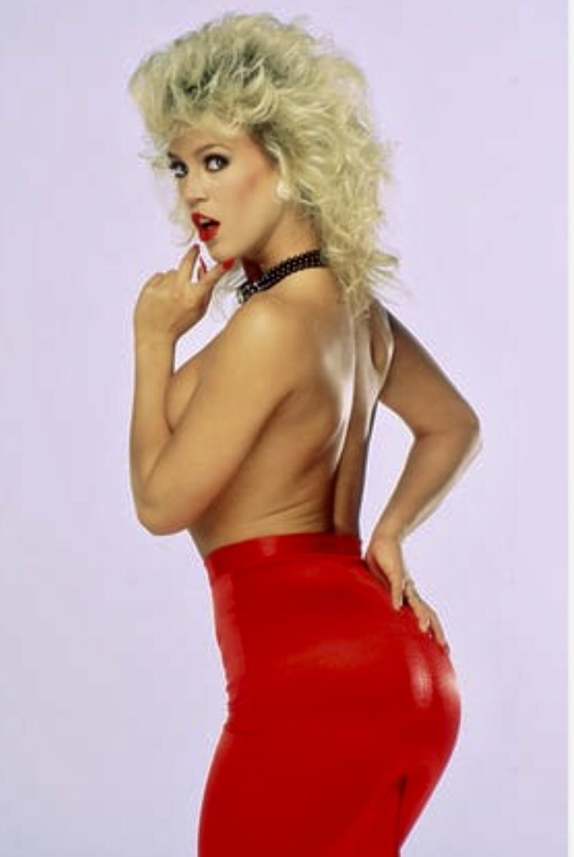 #WBW #AmberLynn Lady in Red always gets her prize 💋