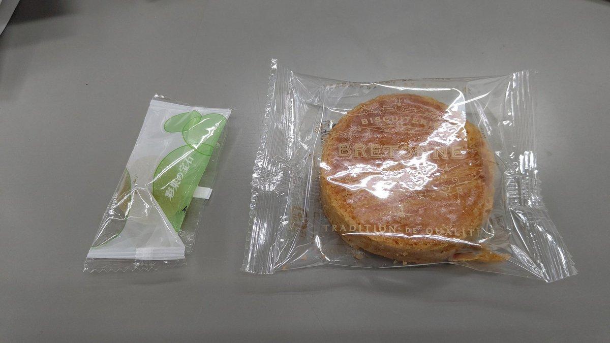 test ツイッターメディア - きょうの会社のお菓子箱は、ガレットブルトンヌという洋菓子と彩果の宝石でした。 https://t.co/biBPAt4aNG