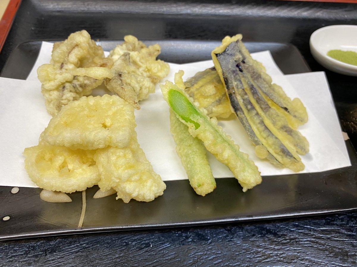 test ツイッターメディア - 本日のお勧めはインドマグロ中トロ、とろサーモン、赤いか、極上ブリ刺しです!こちらの4品からお好みで3品選んでいただいて、なんと980円にて提出しちゃいます!他、野菜の天ぷら盛り、大ネタぶりの🍣握り寿司、ネギトロ巻き再開です!その日の状況にもよりますが11時半閉店になりました! https://t.co/knQaTKK0dU