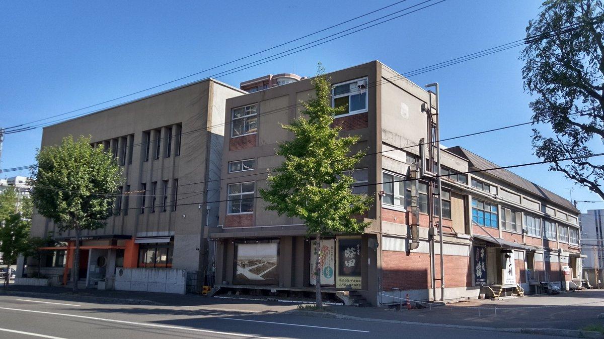test ツイッターメディア - さっぽろ散歩⑮ 千歳鶴の酒蔵 近代的になっていますが札幌では最古の醸造所。戦後の建物が現役で使われていました。 https://t.co/ybO10BKn2a