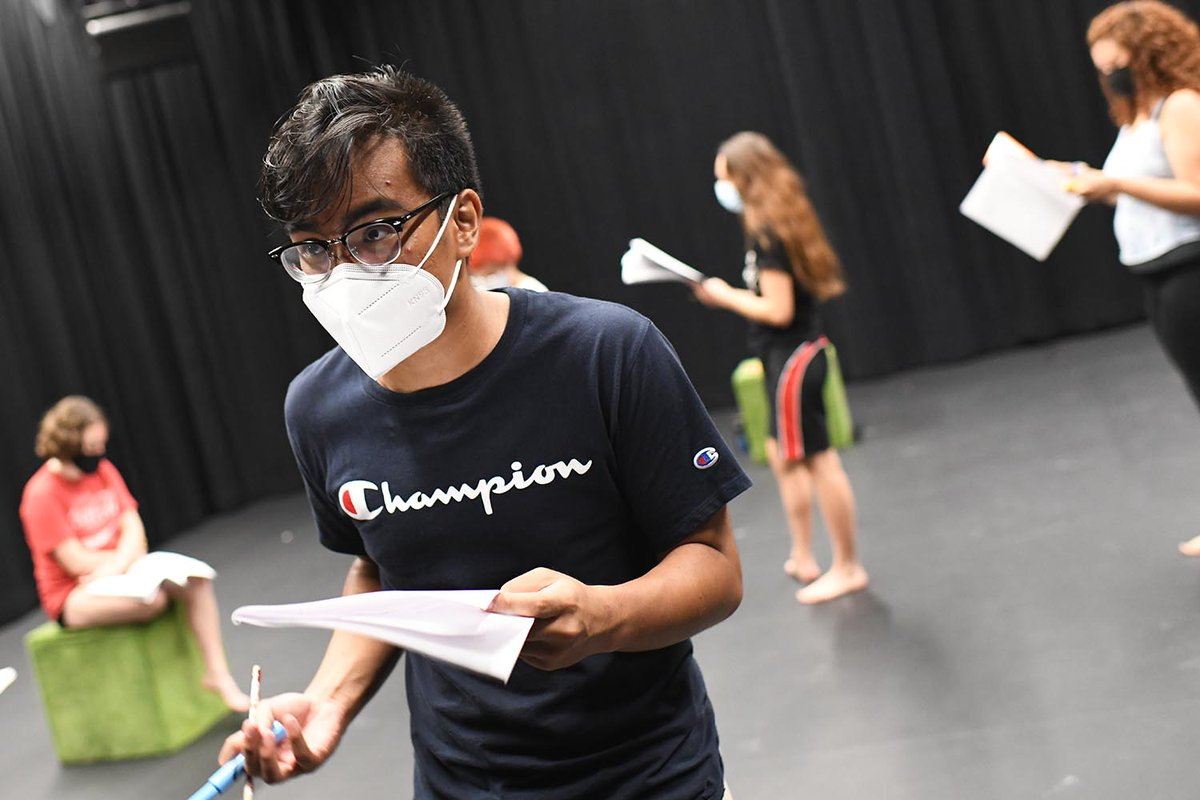 """test Twitter Media - Through a series of skits performed by new student orientation leaders, the Class of 2025 learned how they may experience power, privilege, and difference as they navigate different communities at Wesleyan during a performance titled """"I, You, (We)s.""""  https://t.co/tvSkJqi7zD https://t.co/p7ETlDMKCz"""