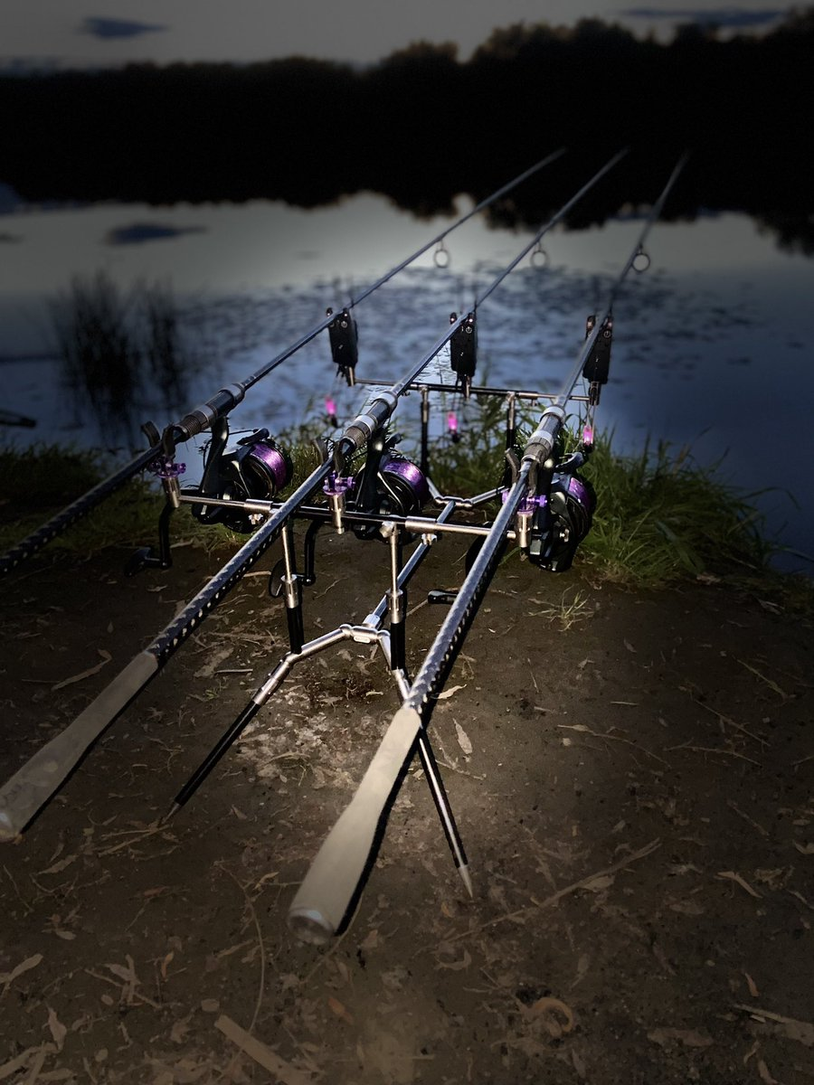 Traps are set for the night #carpfishing #delks #purplehaze #summittackle https://t.co/hauvIhtwEZ