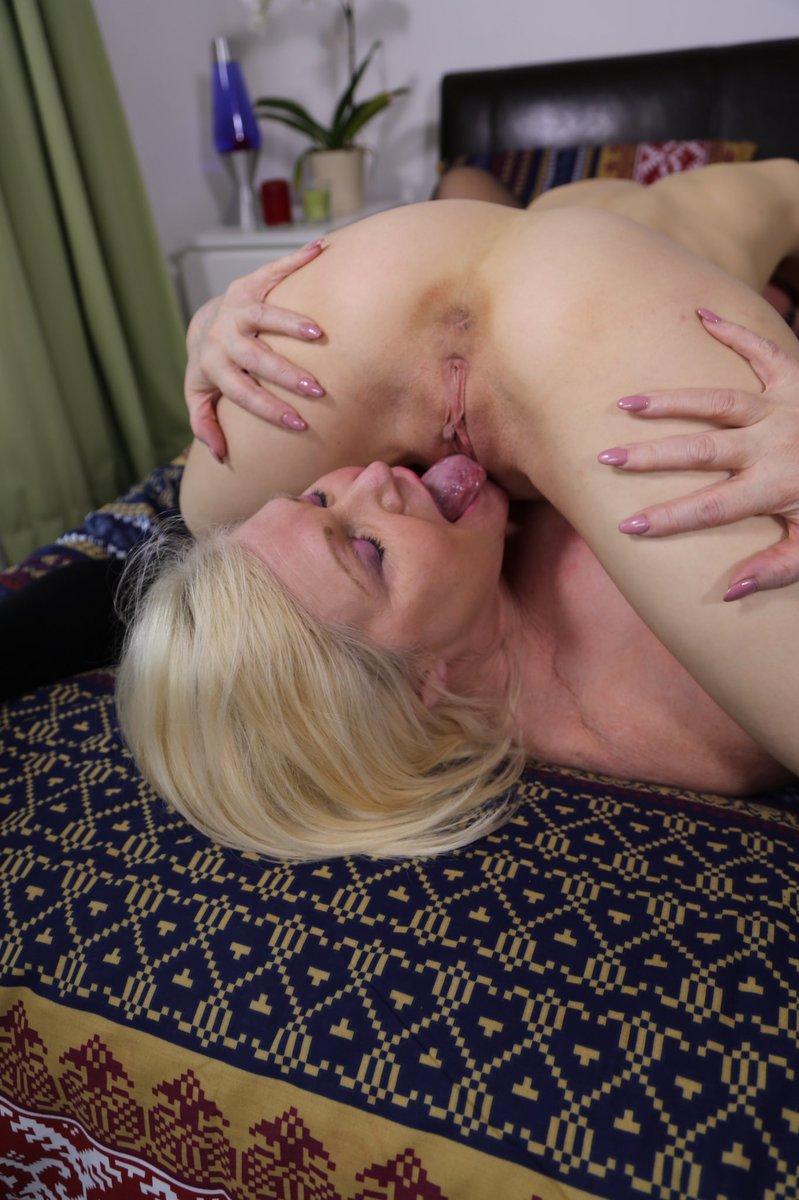 The #BadAssGrandma @LaceyStarrxxx adoring @MashaMitten's very, very hot  pussy....   and  😉❤😈