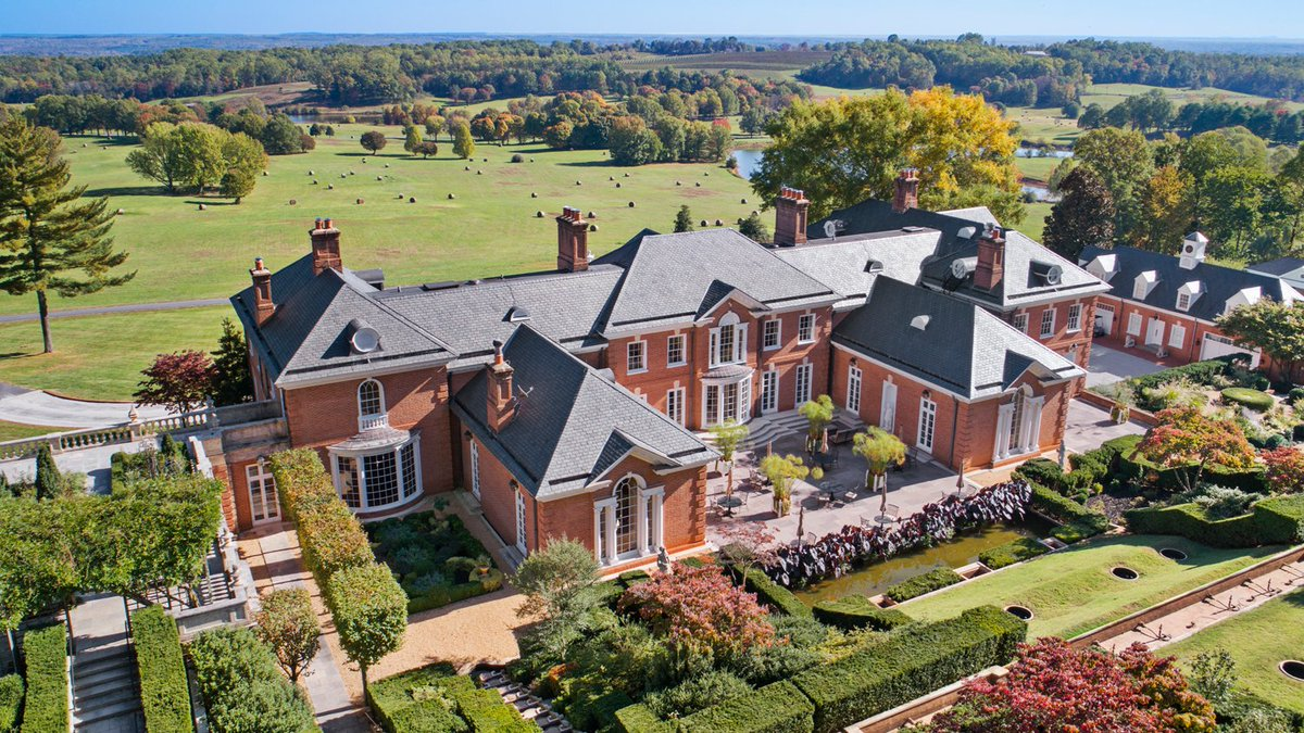 Experience all that Virginia wine country has to offer with a summer getaway at @AlbemarleEstate. Enjoy the beautiful countryside, immaculate accommodation and tranquility that awaits. Book your stay: