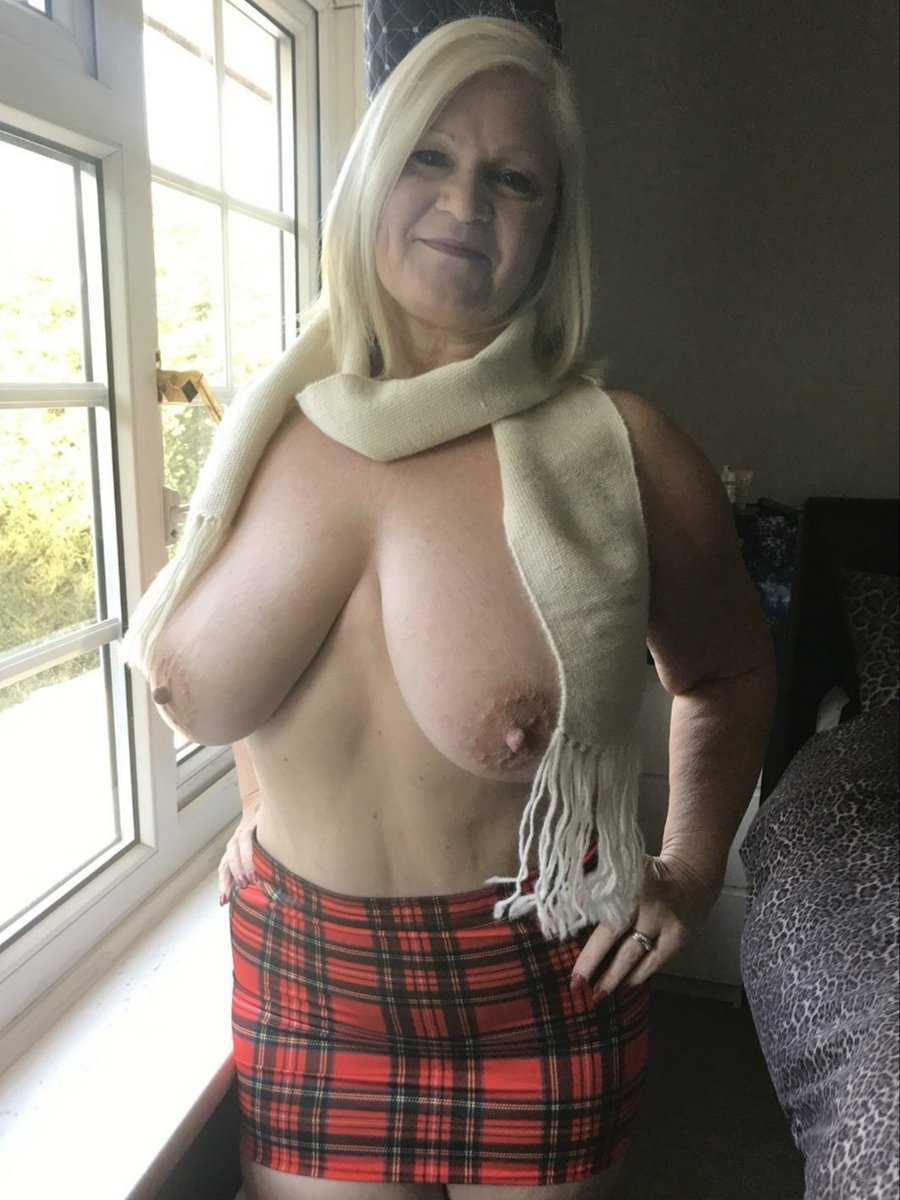 If you're like us, and can't get enough of the #BadAssGrandma @LaceyStarrxxx's amazing tits you need to check out her pages below😈   and