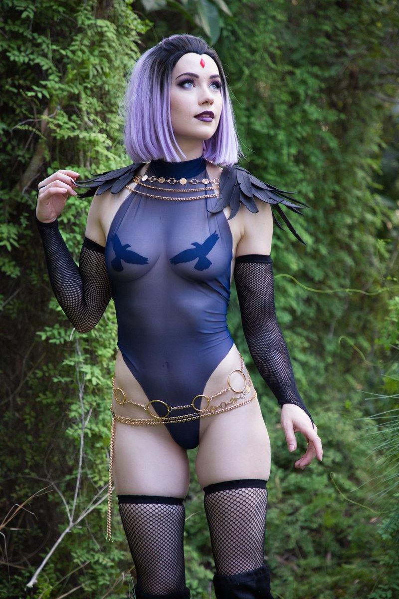 Have you seen Beast Boy 👀 I want to give him a lil kiss 😘  Still very happy with my Raven design and this full set with Leeds is still up on my Patreon 🥰 Have a wonderful day xx