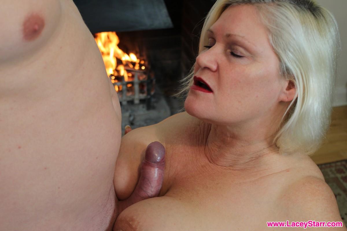 Big beautiful boobs need a cock in between. @LaceyStarrxxx 💋