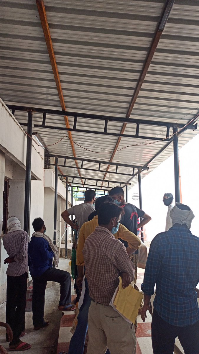 Have come for a test for #COVIDー19 #coronavirus at #kgmc #lucknow. This is the state of social distancing here. I asked the security guard he said aap bhi lag jao aise hi jab sab kar rahe hain.