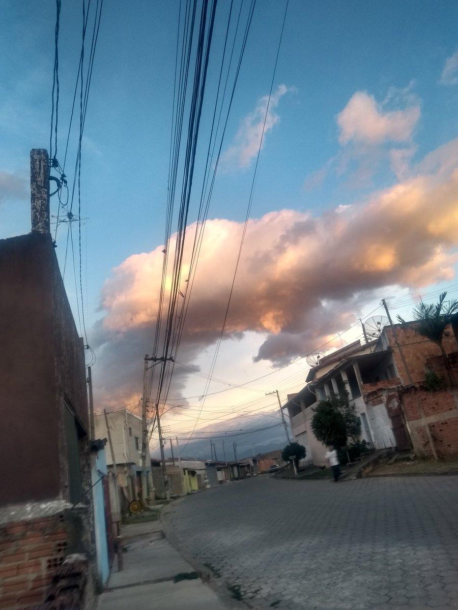Bom dia #ciclonebomba  o céu tá até limpo