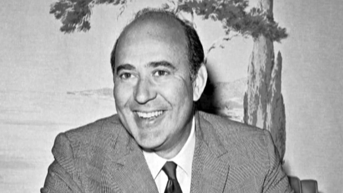 .@Lawrence praises the genius of Emmy-award winning actor, director and writer Carl Reiner, who passed away at age 98.