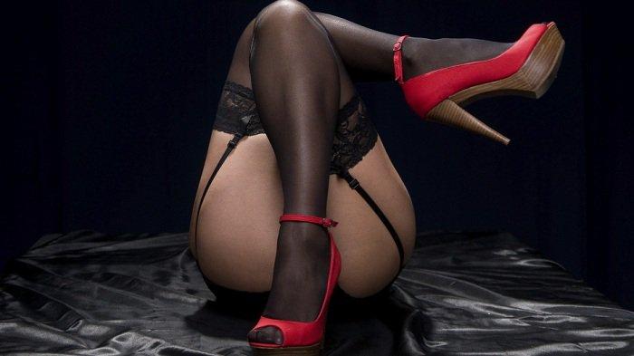 💐 #stockings #garters #nylonfetish #highheels #milf #booty