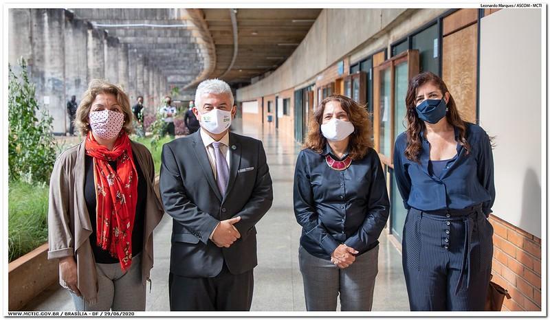 Pesquisadores apresentam máquina que descontamina máscaras N95  Equipamento desenvolvido na UnB será entregue ao Hran. Protótipo e protocolos podem ser replicados em outras instituições de saúde:
