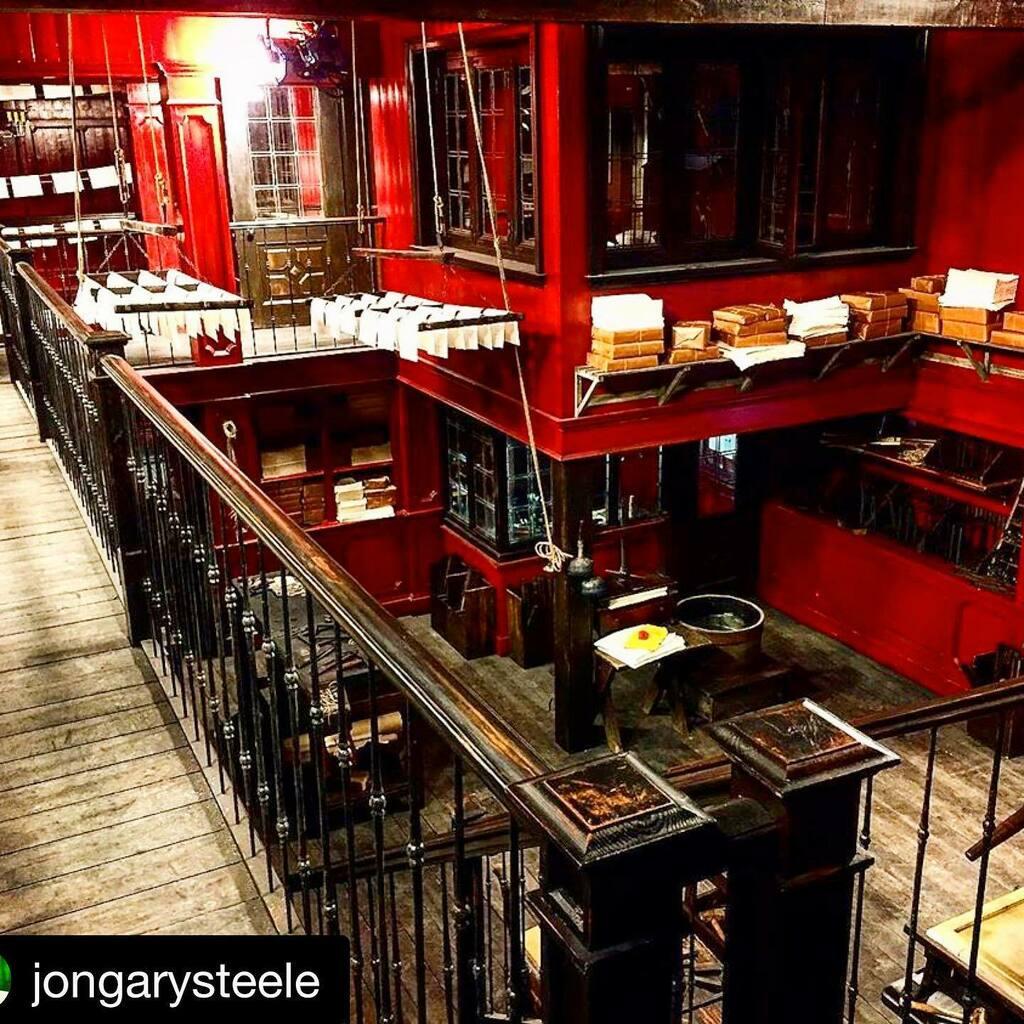Set: The infamous Print Shop Series: #Outlander #productiondesign : @jongarysteele  Build: entirely on-stage  #Repost @jongarysteele with @get_repost ・・・ #outlander @macnicki @myplumjumper #barrywaldo