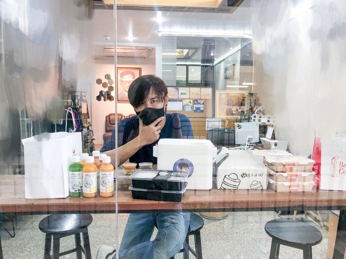 02.07.2020 Food support ถึงมือพี่นิวส์เรียบร้อยแล้วนะคะ  อาหารจากทาง OHMyLove Official วันนี้ - ข้าวปลากระพงทอด+ไข่ต้ม - ข้าวปูผัดพริก  - ไก่สะเต๊ะ - น้ำผลไม้สกัดเย็น Sugar Free 10 ขวด  #OhmThitiwat #โอห์มไง #OhmBirthdayFanMeeting