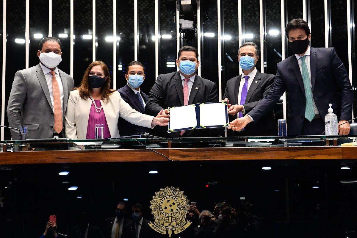 Promulgamos a EC 107/2020,que adia as eleições municipais para novembro, devido a este momento de pandemia. É um feito importante, porque temos a oportunidade de conciliar a preservação da vida dos brasileiros com o fortalecimento das instituições e o revigoramento da democracia.