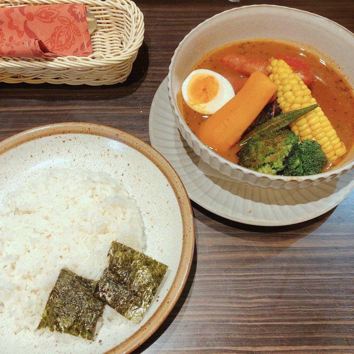 test ツイッターメディア - とりあえずは行くよね、念願の東京らっきょブラザーズさん。 本日の日替わり「チョリソーと夏野菜のスープカレー」 チョリソーが辛うまっ!トマトとたまごに助けられました笑 にんじんオクラとうもろこしブロッコリーじゃがいも。素揚げ野菜たちなんて美味しいんだ!やっぱここのスープカレー1番だな! https://t.co/mQ2fKH32Mx