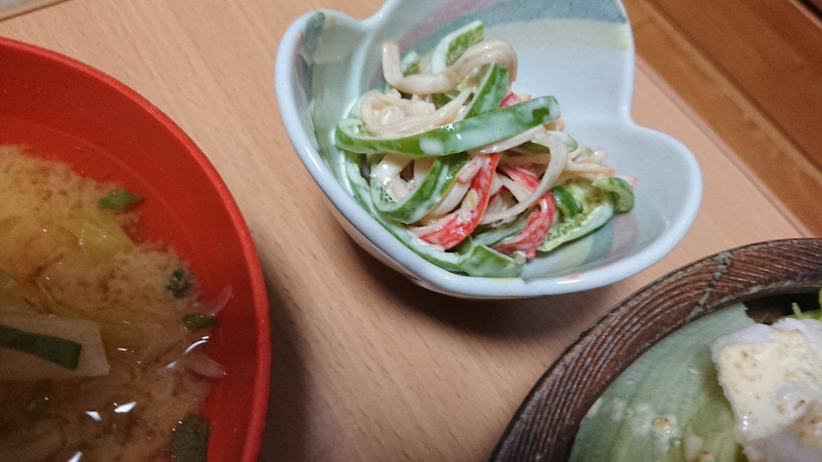 test ツイッターメディア - ごっはーん! 冷しゃぶサラダ(適当に作ったごまだれ)、たまごとキャベツの炒め物、ピーマンとカニカマのわさびマヨ和え、キャベツと玉ねぎのお味噌汁。 豚が白すぎてタレと一体化してる\(^o^)/ https://t.co/fqQ8MgkYPo