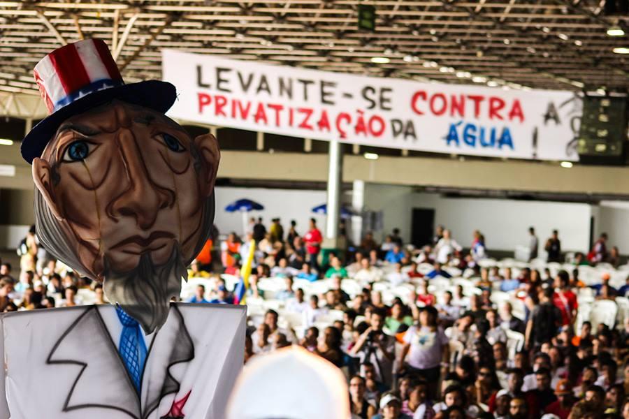 O AVANÇO DA ESTRATÉGIA DE PRIVATIZAÇÃO DA ÁGUA NO BRASIL Como a aprovação da nova legislação no setor do saneamento cria um mercado da água LEIA A ÍNTEGRA DO ARTIGO: 👇   #ÁguaNÃOéMercadoria #ÁguaÉDireito #FNU via @MAB_Brasil