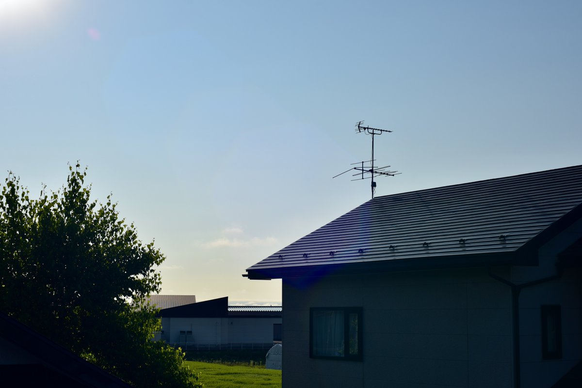 test ツイッターメディア - おはようございます٩( 'ω' )و 7/3/ 大安・十三夜 ☀️  17℃ / 25℃  忘れかけた青空戻った朝 6:20 ころ  東の空〜夏の朝陽強烈…ハレーションかすかに?  西の空〜家並みに雪が消えた八甲田  週末前穏やかな一日を 今日もよろしくお願いします🍀 笑顔になる瞬間がみなさんに訪れますように♬︎♡ https://t.co/Tb7lm7RfRV