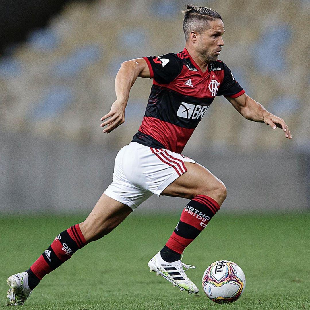 Seguimos vencendo e querendo cada vez mais! Pra cima @Flamengo ❤️🖤
