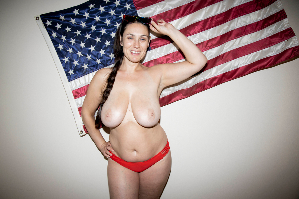 You guys getting ready for 4th of July?? What are you up to? LMK in the comments below.  #4th #DD #busty #allnatural #4thofjuly #bigtits #bush #tanlines