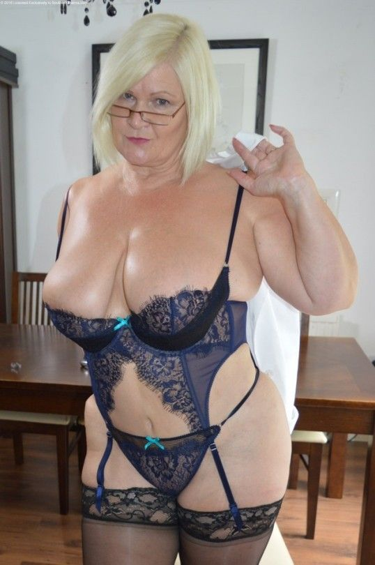 The ultimate #BadAssGrandma @LaceyStarrxxx 😉😋  Watch her at her naughtiest at  and