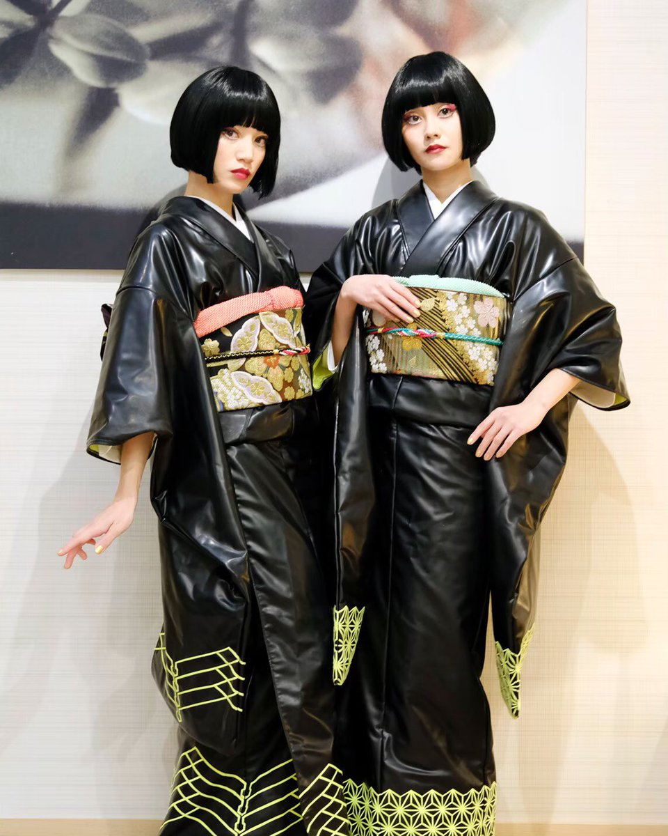 🇯🇵🇯🇵🇯🇵🇯🇵 Latex kimono is so fun👘 👭 love representing Japanese beauty🗻 💄 @tomominakamura_  H-B #FEMM #Latex #kimono #和 #太閤園