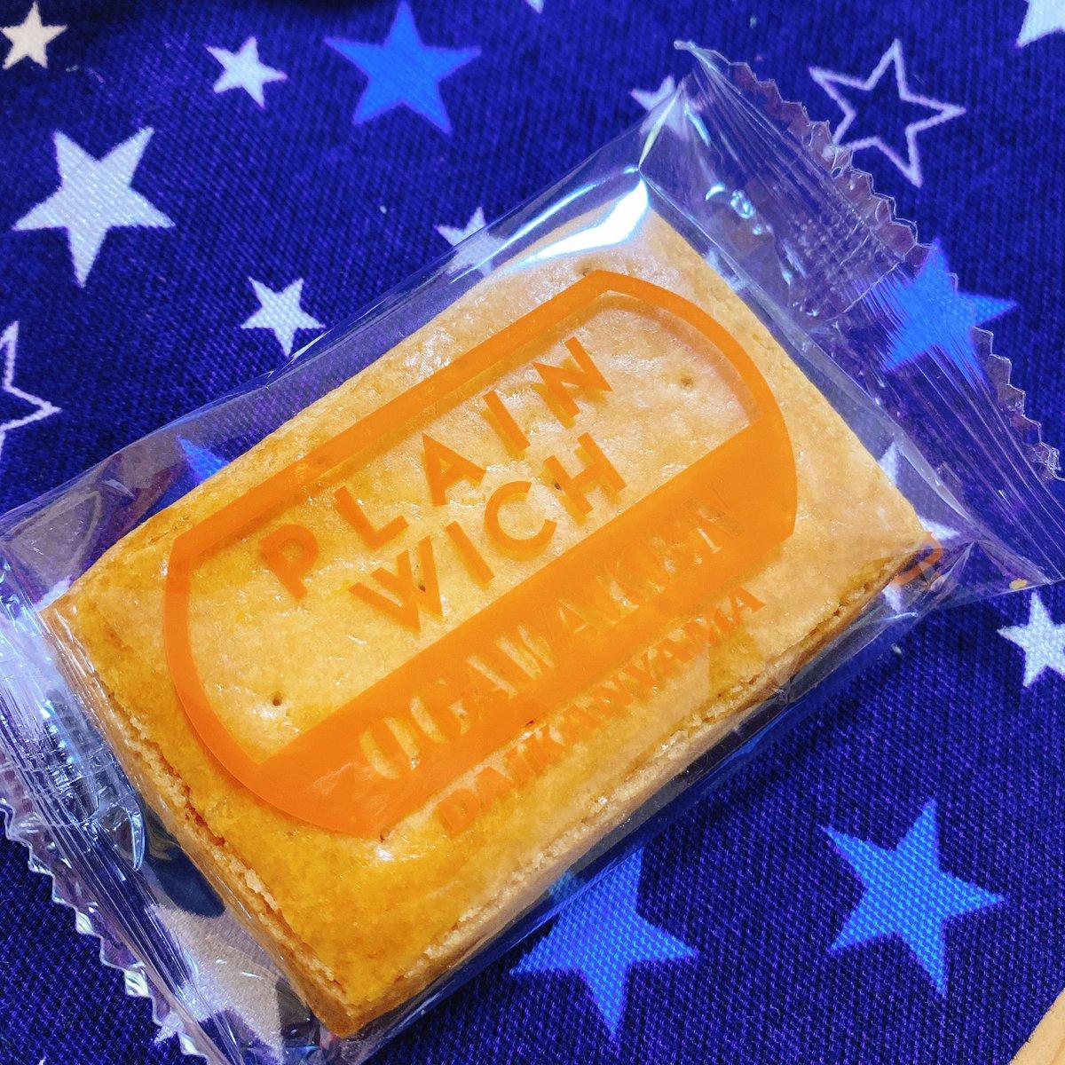 test ツイッターメディア - 代官山小川軒のレーズンウィッチは有名なんだけど、このプレーンウィッチもかなり勧めたい。クリームもレーズンも入ってない、いわば普通のクッキーなのですが、これはこれですごく美味しい。レーズン〜より日持ちするし缶入りなのでお使い物にも良い。レーズン〜は冷凍しても美味しい^^ https://t.co/wZmkF31h6c