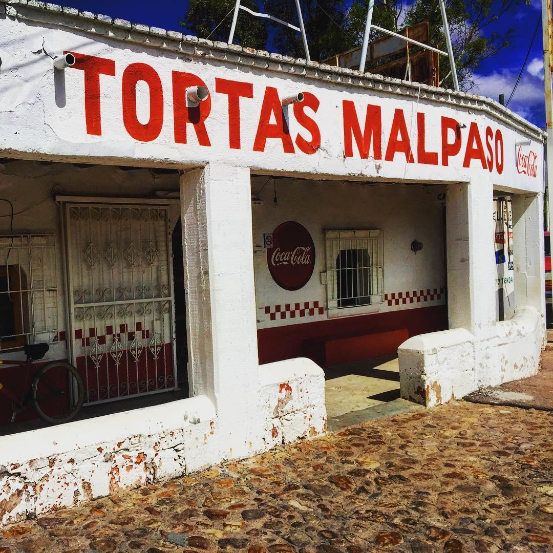 🤤 Las famosas tortas de Malpaso, un deleite y una parada obligada si visitas #Villanueva o #JerezElMásAlegre, con más de 100 años de labor estas sencillas pero sabrosas tortitas siguen encantando a todos los viajeros de #ZacatecasDeslumbrante.  🌶 #CuandoTodosEstemosListos