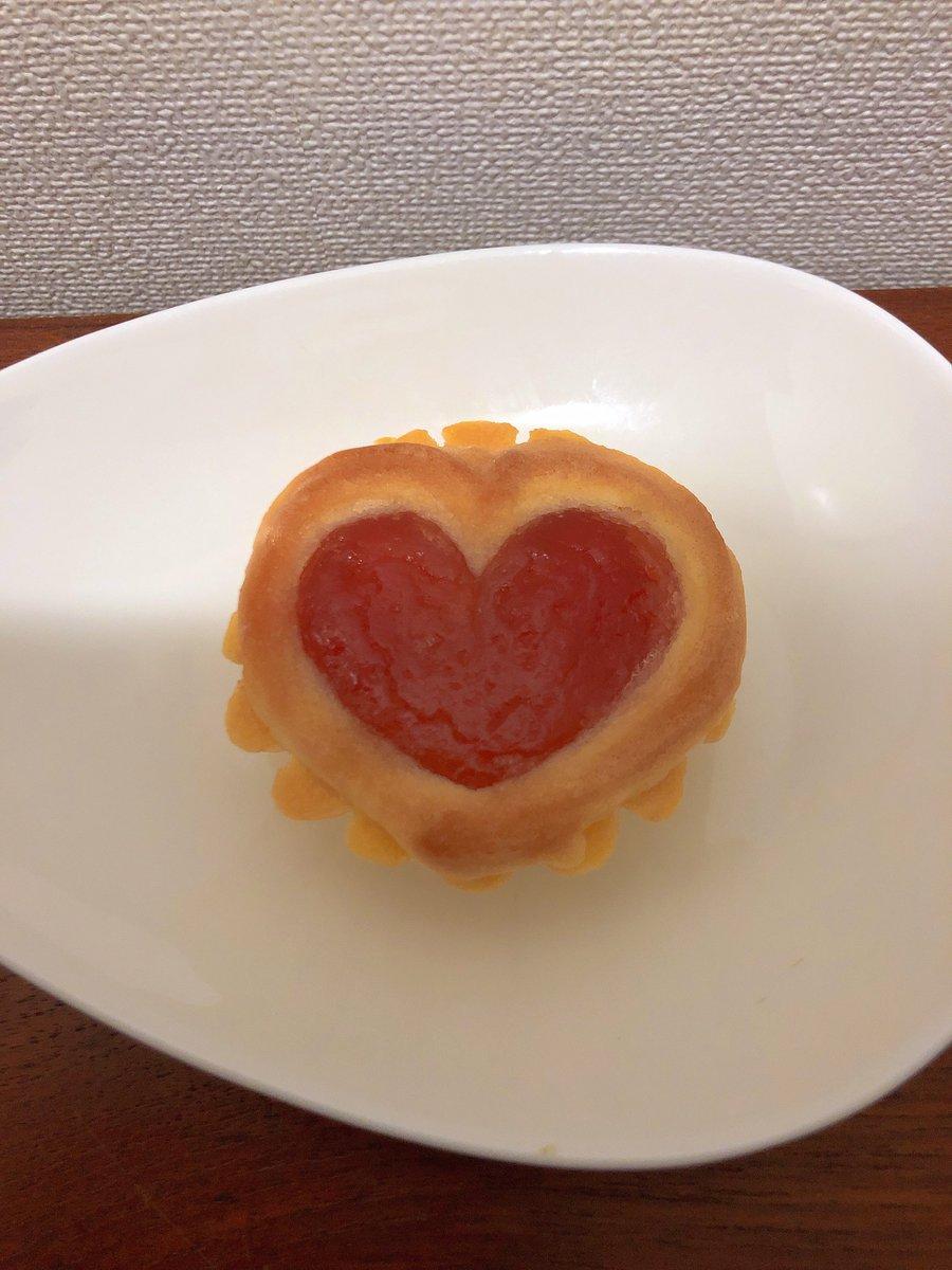 test ツイッターメディア - 銀座ウエストさん@渋谷ヒカリエにて、ハートヴィクトリア❤️🍓❤️🍓 いちごジャムの美しさ、そしてクッキー生地とスポンジ生地の両方の美味しさを味わえるヴィクトリアさんのハート型バージョン💕💕 その愛らしさに私のハートは趣向狙撃されまくりです💘💘 贈り物にGOOD🎁👍 バラ売りを密かに希望🙏🙏🙏 https://t.co/mnEWwtU7tt