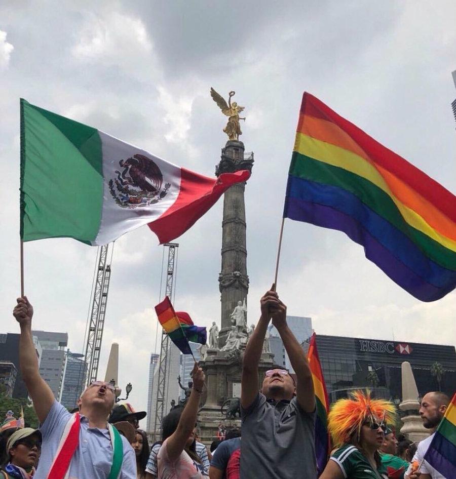 La lucha a favor de la libertad del cuerpo, del deseo y del amor es una lucha libertaria y democrática que el @GobiernoMX respeta y celebra. Queremos un México más incluyente, con más equidad, más esperanza, más orgullo y con más amor. #NadieAtrasNadieAfuera 🏳️🌈 #FelizDomingo