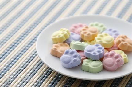 test ツイッターメディア - 3000RT:【かわいい】ヴィレヴァン、肉球型の「お茶によく合う京ラムネ」発売 https://t.co/Ih6mi1fQyg  味は桃、柚子、青りんご、ブルーベリー、温州みかんの5つのフレーバーを用意しており、お茶との相性も抜群とのこと。 https://t.co/3AcTrgVYIH
